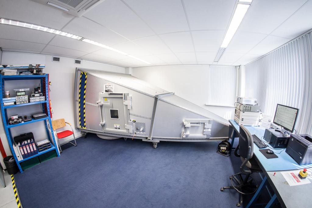 In de GTEM cel kunnen er gestraalde immuniteit & emissive testen worden uitgevoerd tot 1 GHz.